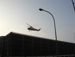 Helicopter sign lift
